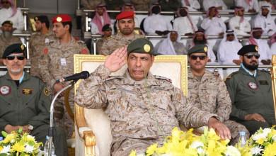 Photo of قائد القوات البرية يرعى حفل تخريج دورات معهد طيران القوات البرية بالقصيم