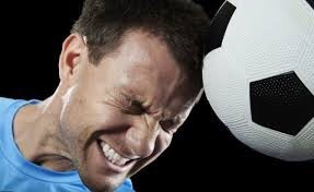 Photo of تسديد كرة القدم بالرأس «يؤثر على الذاكرة»