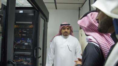 Photo of مدير الجامعة يتفقد عمادة تقنية المعلومات ويطلع على تقرير «إنجاز»