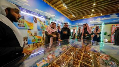 Photo of الإقبال الكثيف من الزوار والمسؤولين يتواصل على جناح الجامعة بالجنادرية