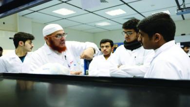 Photo of كلية العلوم التطبيقية تُقيم معرضًا للأحياء الدقيقة للربط بين المحتوى التعليمي والواقع الميداني