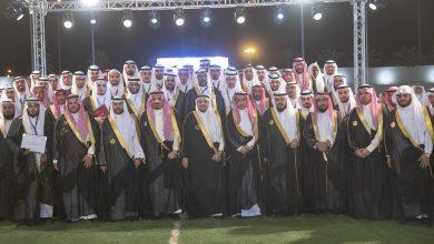 Photo of مقاطع امتزجت بالفرح والدموع لآباء وأزواج الخريجات في حفل تخريجهم