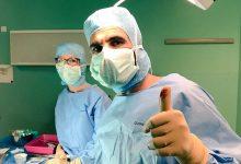 Photo of أول معيد في جراحة المخ والأعصاب بالجامعة يروي لـ«صحيفة الجامعة» قصة نجاحه في فرنسا