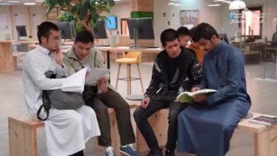Photo of الطلاب الصينيون الدارسون بالجامعة يبدؤون في تعليم زملائهم «اللغة الصينية»
